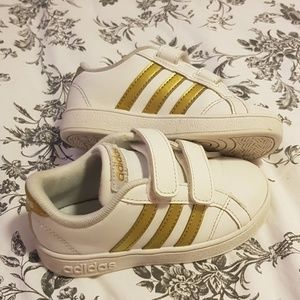 Adidas kids Baseline White and Gold sneakers